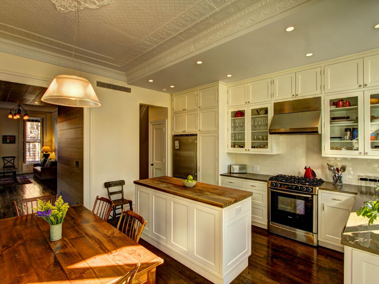 DP_Ben-Herzog-white-traditional-kitchen_h.jpg.rend.hgtvcom.1280.960