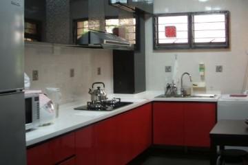 Tủ bếp Acrylic sự đẳng cấp cho tủ bếp nhà nhỏ.