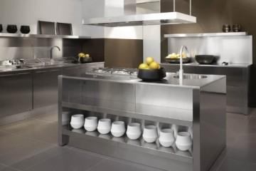 Nên chọn tủ bếp gỗ hay tủ bếp inox ?