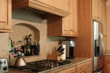 Có nên sử dụng tủ bếp gỗ Sồi Nga cho nhà bếp?