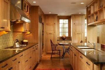 Nên dùng tủ bếp gỗ sồi nga hay gỗ Xoan Đào?