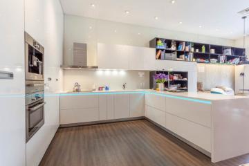 Nên chọn Tủ bếp gỗ Xoan Đào hay Tủ bếp Acrylic.