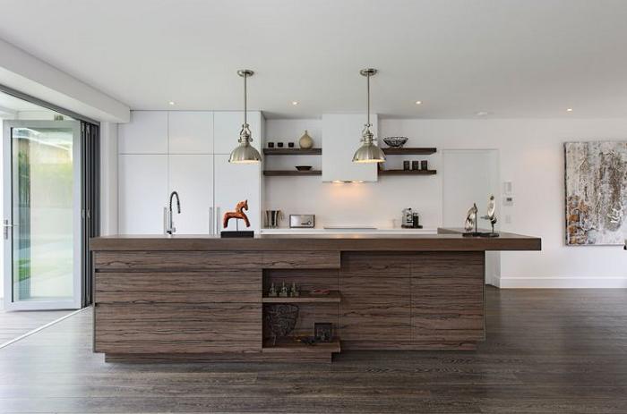Giá thành tủ bếp Laminte rẻ hơn nhiều so với các mẫu tủ bếp gỗ tự nhiên
