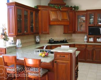 Tủ bếp giáng hương GH 07 là mẫu tủ bếp gỗ tự nhiên thân thiện với môi trường có mùi thơm nhẹ nhàng tạo sự dễ chịu cho gia chủ khi sử dụng.