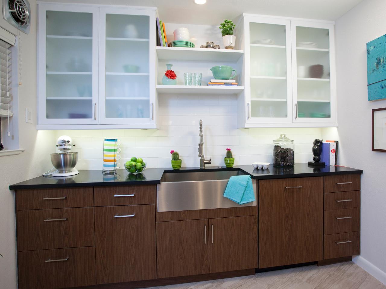 HPBRS409H_modern-white-kitchen-glass-cabinets_4x3.jpg.rend.hgtvcom.1280.960