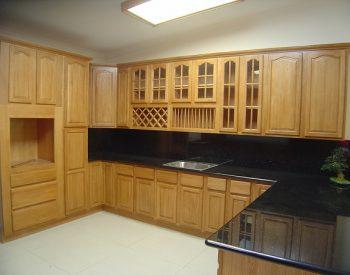 Tủ bếp gỗ Sồi Nga QC-21 là mẫu tủ bếp gỗ tự nhiên nhập khẩu từ Châu Âu và thân thiện với môi trường, đồng thời nó có độ cứng và độ bền cao bởi chất liệu gỗ đã được xử lý kỹ thuật đạt chuẩn.