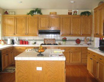 Tủ bếp gỗ Sồi Nga Inox201 QCI02 là mẫu tủ bếp gỗ tự nhiên và được gia cường thêm khung inox 201 giúp tủ bếp đảm bảo độ chắc chắn và tuổi thọ sử dụng cao theo thời gian..