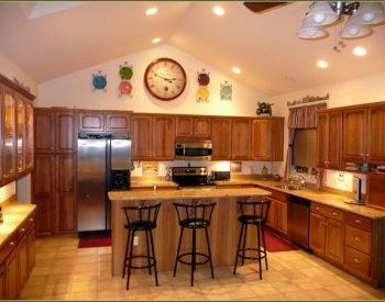 Tủ bếp gỗ Sồi Nga Inox 304 QC01 là mẫu tủ bếp gỗ tự nhiên thân thiện với môi trường và đảm bảo sự chắc chắn bởi đã được gia cường thêm khung inox 304 sáng bóng, có độ bền cao.