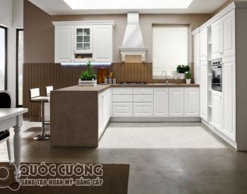Tủ bếp gỗ sồi Nga sơn trắng XD01 là mẫu tủ bếp gỗ tự nhiên rất thân thiện với môi trường và có độ cứng, độ bền cao nhờ kết cấu vô cùng chắc chắn.