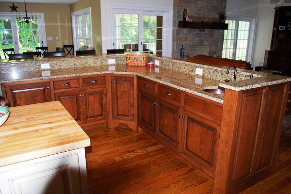 tủ bếp gỗ xoan đào cho trung cư