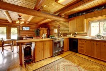 Phân biệt tủ bếp gỗ Sồi Nga và tủ bếp gỗ Tần Bì