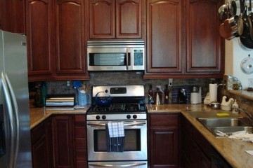 Tủ bếp gỗ Óc Chó và những đặc điểm nổi bật