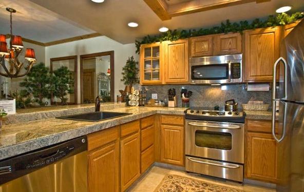 Bừng sáng căn bếp với tủ bếp gỗ Sồi