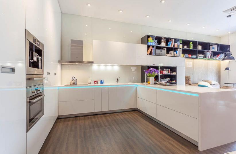 Nên chọn Tủ bếp gỗ Xoan Đào hay Tủ bếp Acrylic. tu-bep-xoan-dao-acrylic-4