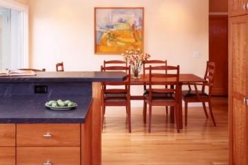 Tủ bếp gỗ Sồi cho gia đình có mức thu nhập trung bình
