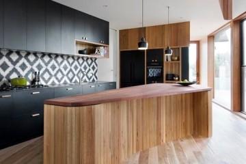 Ấn tượng thiết kế tủ bếp laminate kết hợp đảo bếp