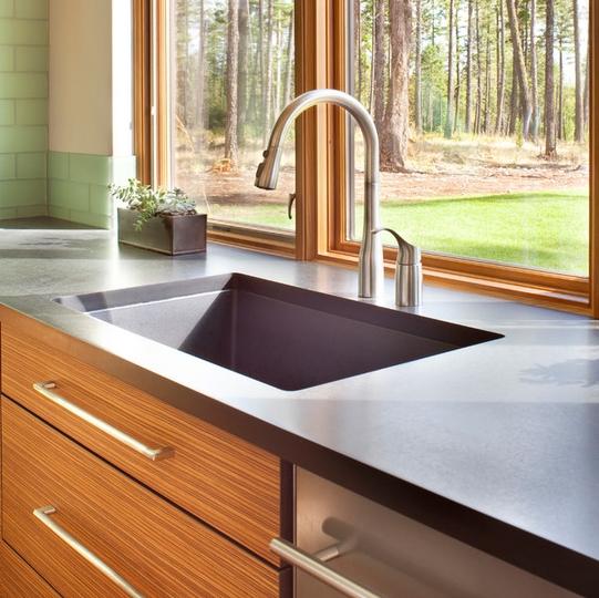 Chăm sóc bề mặt tủ bếp laminate