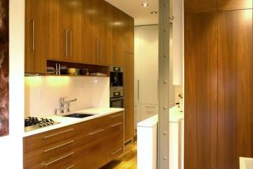 Những điều lưu ý khi lựa chọn tủ bếp gỗ Xoan Đào cho đại gia đình.