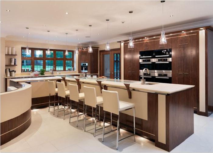 Tủ bếp gỗ óc chó màu sắc ấn tượng tạo cảm hứng cho người dùng sáng tạo ra những món ăn ngon
