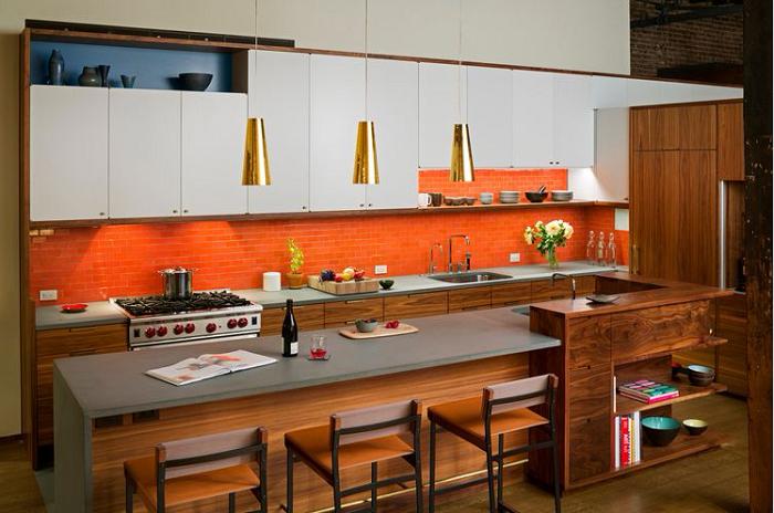 Sự kết hợp độc đáo giữa bề mặt Acrylic cho tủ bếp trên và gỗ óc chó cho tủ bếp dưới