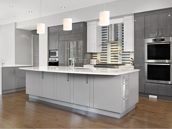 Mẫu tủ bếp Laminate màu trắng kết hợp tông xám ghi chủ đạo tạo sự sang trọng, lịch lãm cho căn bếp
