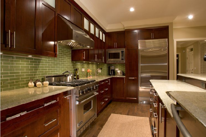 Vẻ đẹp sang trọng và ấn tượng của tủ bếp gỗ Hương tạo không gian ấm cúng cho ngôi nhà