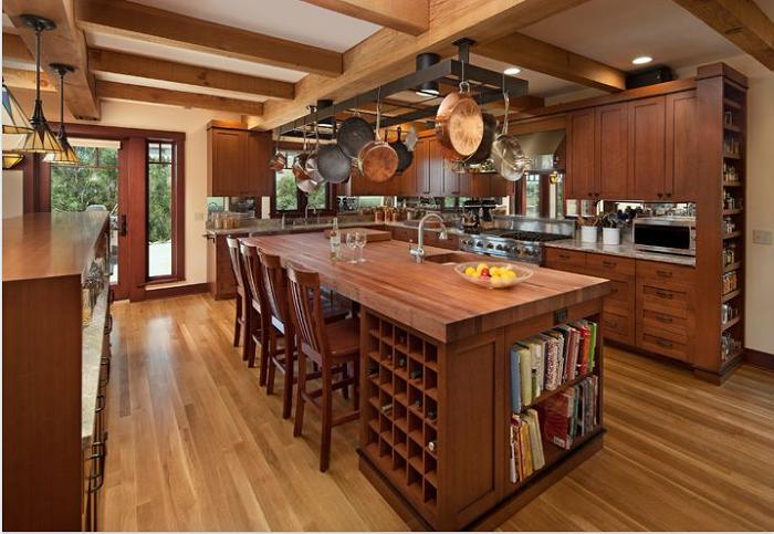 Mẫu tủ bếp gỗ Hương đẹp kết hợp bàn đảo tạo sự sang trọng và ấn tượng cho căn bếp của gia đình