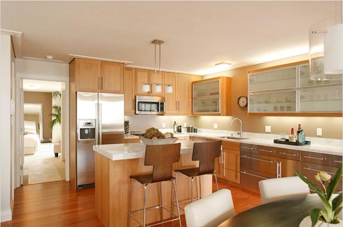 Kiểu dáng chữ L của tủ bếp gỗ Hương giúp tiết kiệm tối đa diện tích và không gian bếp trở nên rộng hơn