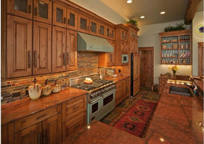 Thiết kế và bài trí tủ bếp theo phong cách tân cổ điển sang trọng và đầy đủ tiện nghi
