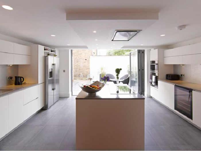 Mẫu tủ bếp MFC phù hợp với không gian bếp của gia đình có diện tích rộng