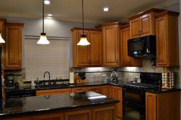 Nên chọn mua mẫu tủ bếp hiện đại hay mẫu tủ bếp cổ điển