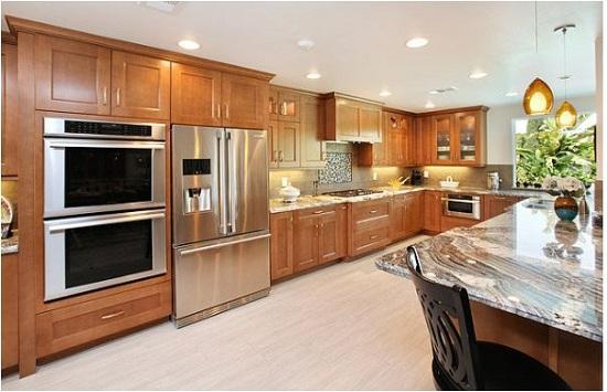 Mẫu tủ bếp gỗ tự nhiên thiết kế theo phong cách hiện đại