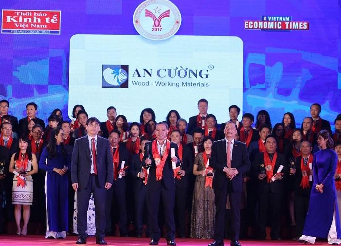 """TOP đầu các doanh nghiệp được vinh danh """"Thương Hiệu Mạnh Việt Nam 2017"""""""