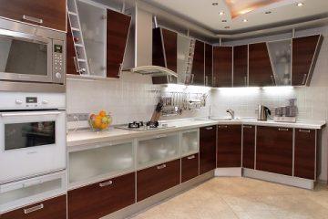 Những đặc điểm về tủ bếp vân gỗ công nghiệp mà các bạn nên biết