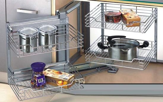 Mẫu tủ bếp thông minh với mẫu giá inox để xong nồi, hộp gia vị tiện lợi